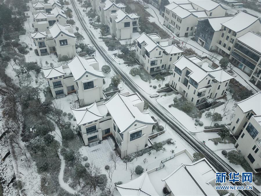 """(社会)(3)浙江安吉:画出""""四好农村路""""的美丽新曲线"""