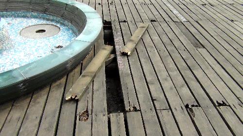 龙郡外滩木地台木板断裂频伤人