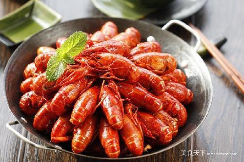 """美食  """"前两天去逛海鲜批发市场时, 才发现这个小龙虾个个都已经非常"""""""