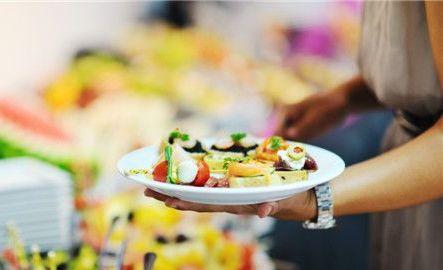 吃沙拉少用热量较高的千岛酱