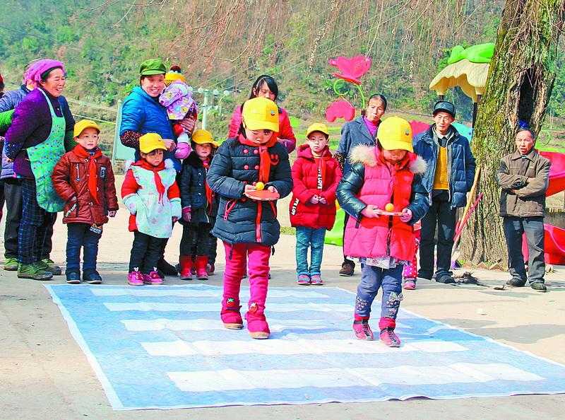 达州日报社教育周刊关爱贫困留守儿童暖