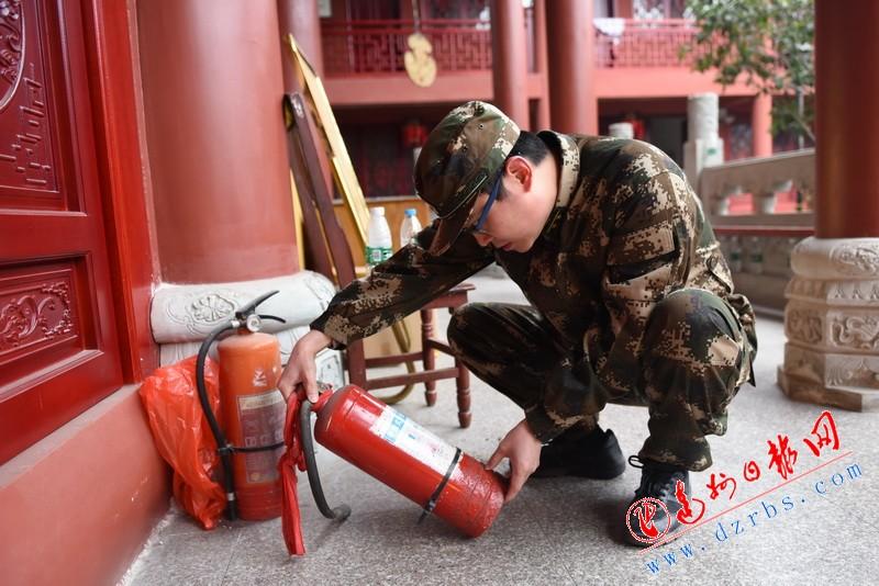 达州消防春节期间开展寺庙消防安全检查