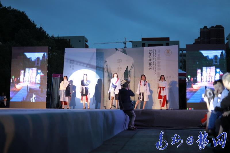 脑洞大开!四川文理学院107套毕业服装走秀惊艳全场