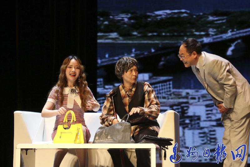 重庆反腐方言剧《台上台下》在达成功上演获好评