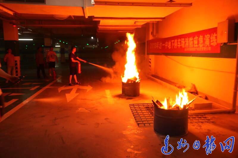 达一中地下停车场举行消防应急演练