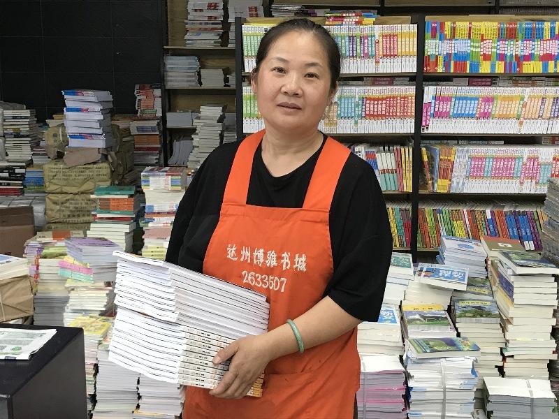 """火灾过后重振旗鼓积极自救!""""书城姐姐""""刘静芳的爱与责"""