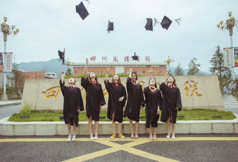 终将毕业,心却从未走远 瞧!我们一起拍的毕业照