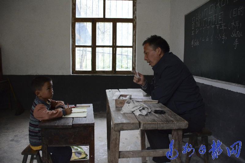 深山里的对视:唯一的老师与他唯一的学生
